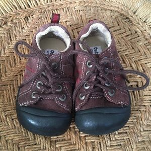 OshKosh trail hiking shoes